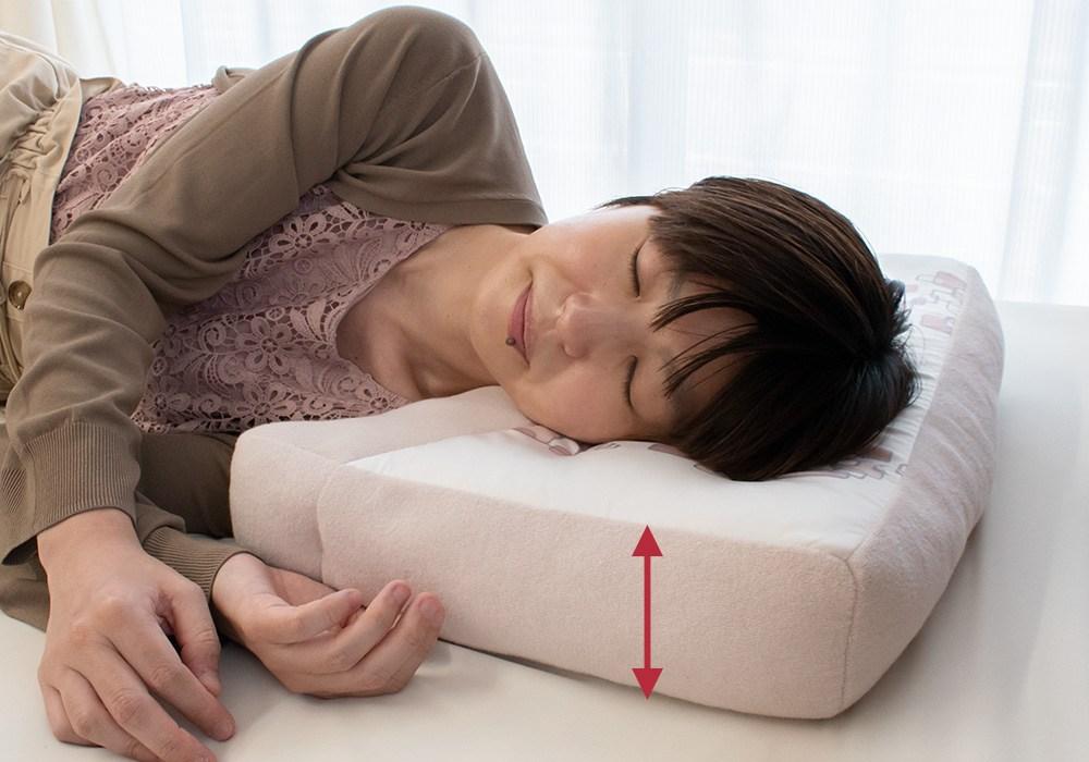 横寝上手枕は、枕の端まで同じ高さをキープします。